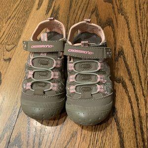 CROSSROAD shoes